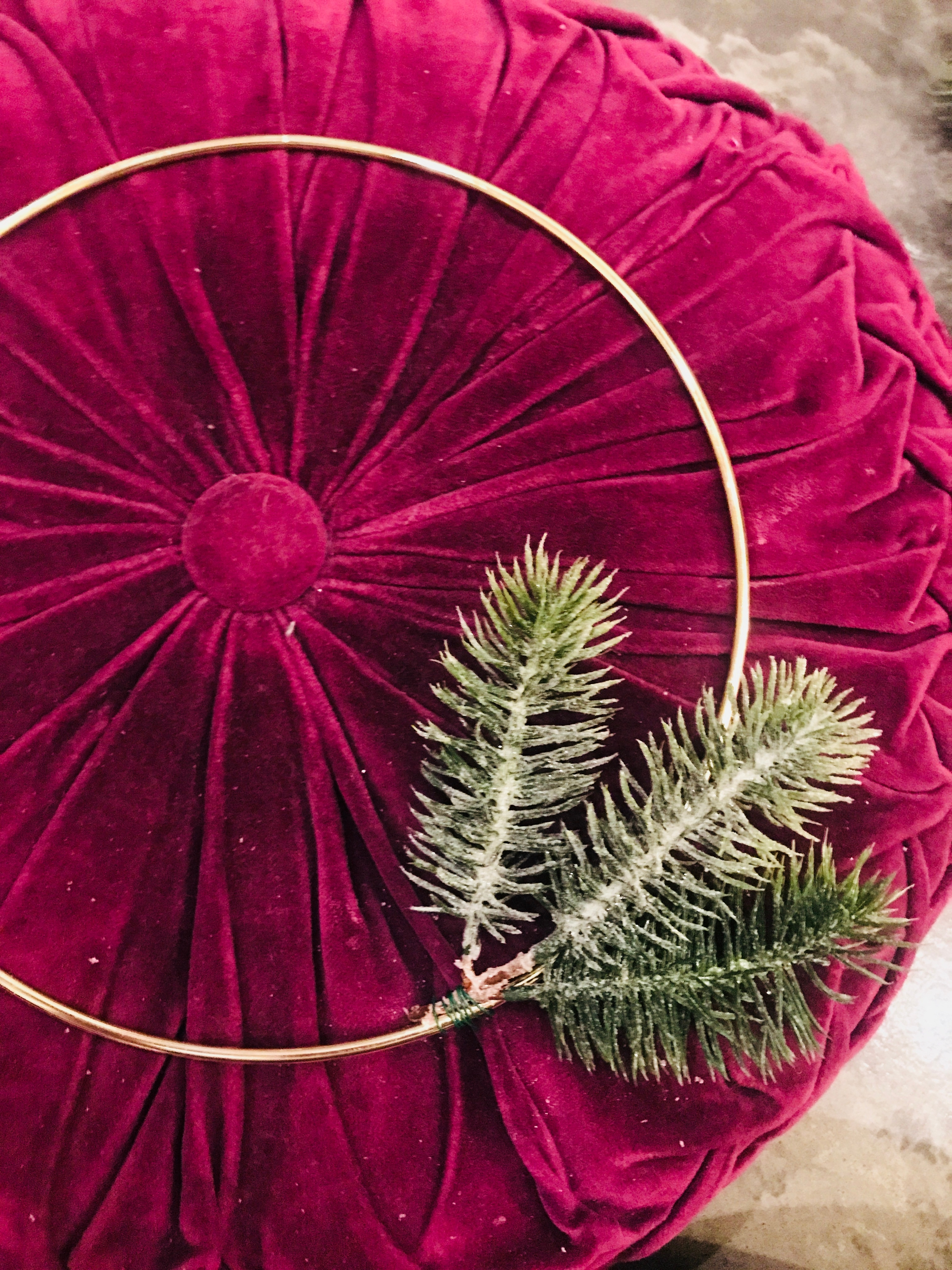 how to make a modern holiday wreath
