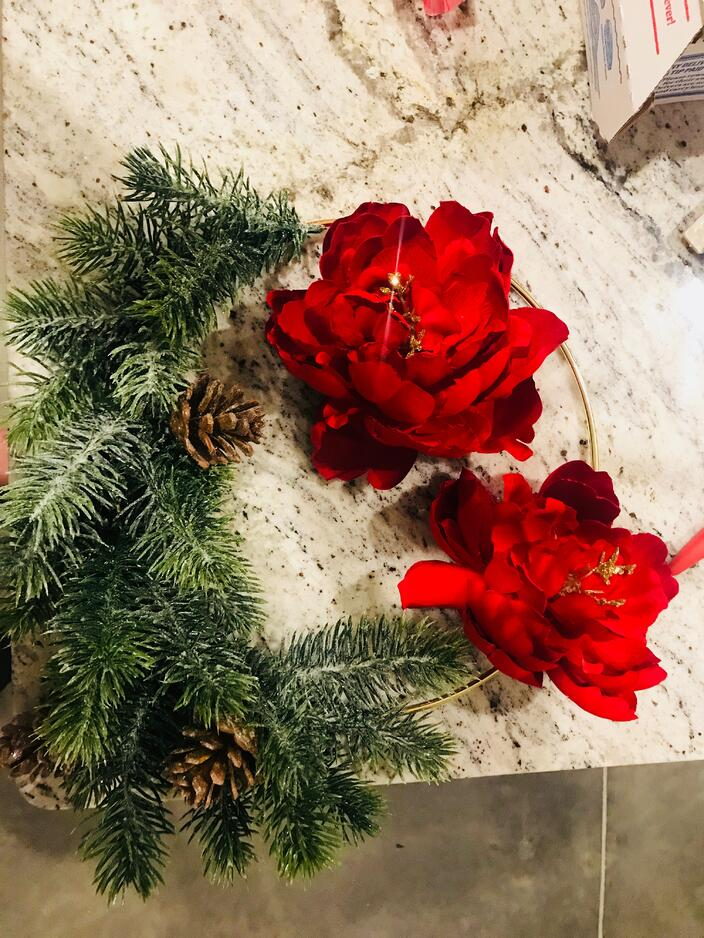 gold hoop modern holiday wreath
